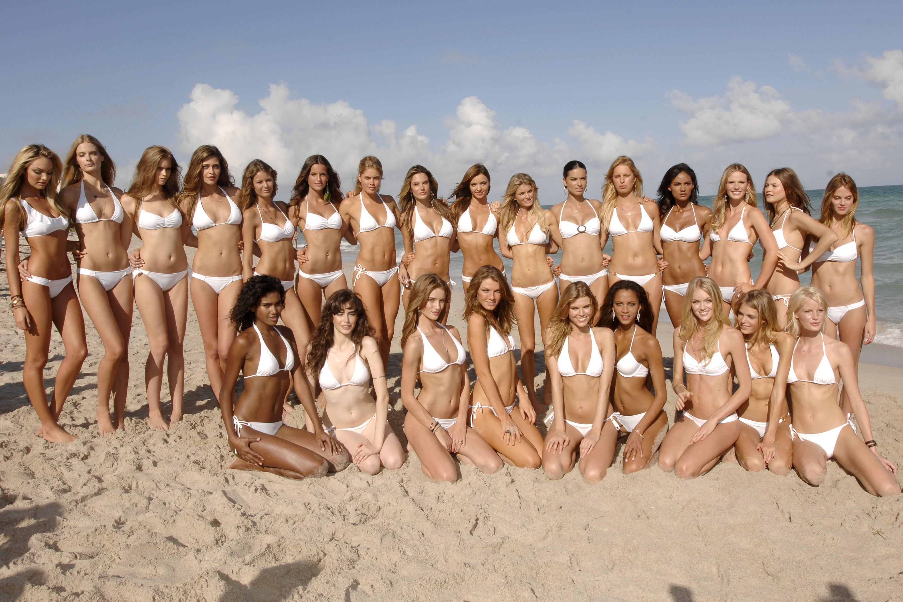 Девушки на молодые пляже